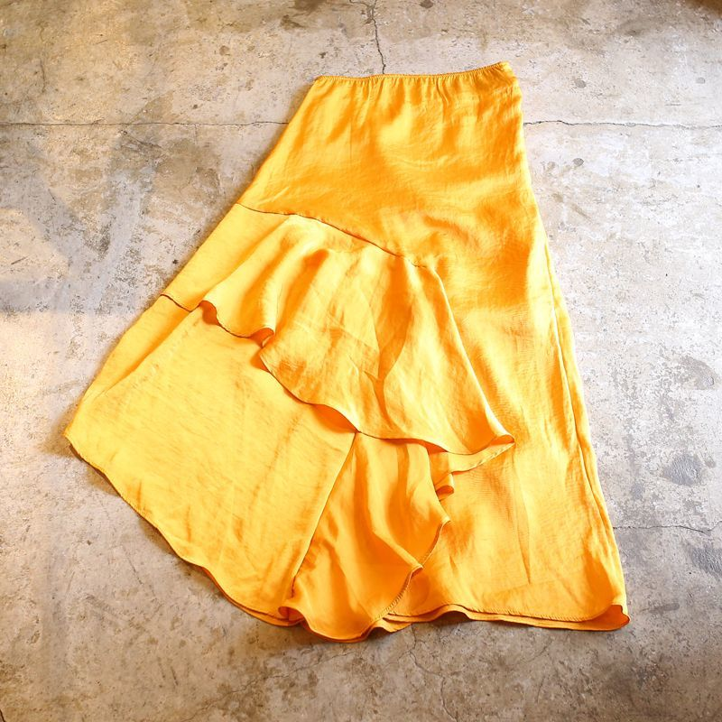 画像1: RUFFLE DESIGN ASYMMETRY SKIRT / W24~27 (1)